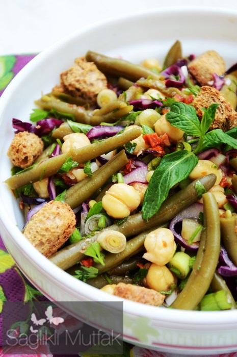 nohutlu taze börülce salatası